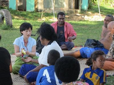 實習生參與南太平洋地區Projects Abroad醫療保健項目與當地社群一起工作