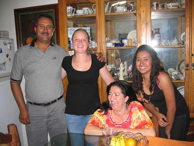 Volunteer and her Mexican host family inside the family home