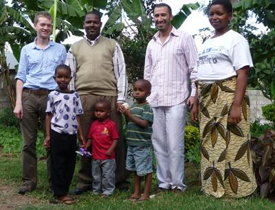 Projects Abroad volunteers with a local Tanzanian host family