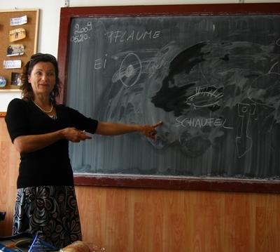 義工參與羅馬尼亞教學項目在講課