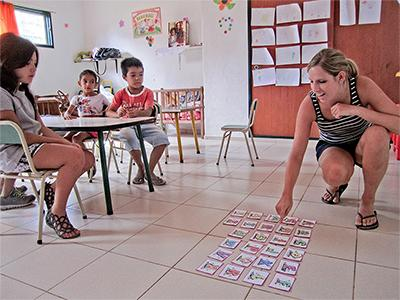 Projects Abroad Care volunteer leads a kindergarten class for Argentinean children in Cordoba.
