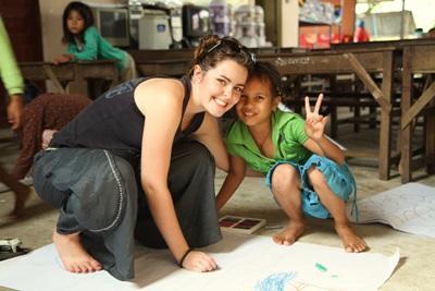 義工和柬埔寨關愛中心的兒童