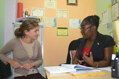義工與牙買加當地的職員意見交流