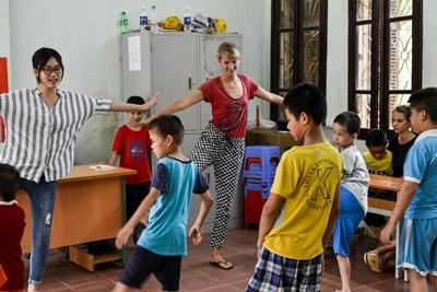 Projects Abroad Care volunteer works with special needs children at a Vietnamese rehabilitation centre in Asia.