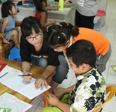 Projects Abroad義工在泰國的關愛單位幫助孩子們