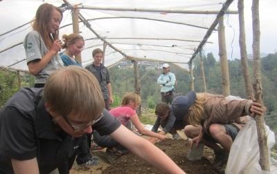 尼泊爾環保項目義工進行喜馬拉雅山區的動植物保育工作