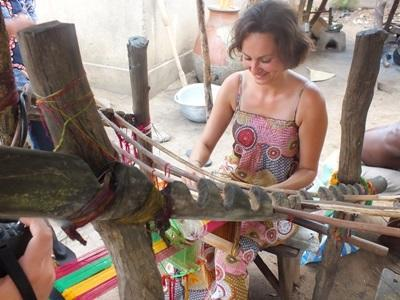 Volunteers practices Arts & Crafts on the Creative Arts project in Togo