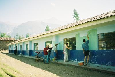 義工在厄瓜多爾進行社區服務