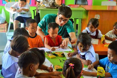 社區關愛義工在菲律賓支援孩子的健康發展成長