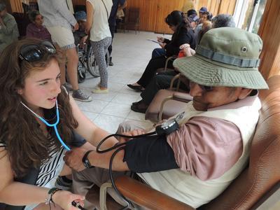On our Medicine & Spanish High School Special in Bolivia, volunteers provide health care on outreaches