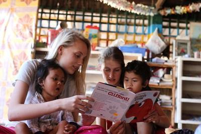 青年學生選擇參與Projects Abroad的柬埔寨國際義工工作,在日間關愛中心照顧孩子