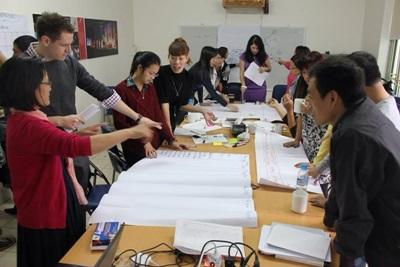 International Development interns in Vietnam have a discussion at their placement