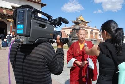 新聞項目實習生採訪一名僧侶