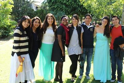 Projects Abroad義工在墨西哥瓜達拉哈拉的校園跟當地學生見面