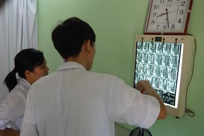 Projects Abroad interns doing their medical elective abroad look at a scan at a hospital in Vietnam, Asia.