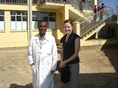 Projects Abroad醫學實習生與埃塞俄比亞醫生的合照