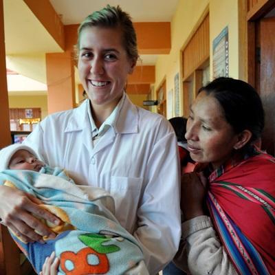 義工參與秘魯的助產實習項目,在醫院幫助當地的嬰孩和孕婦