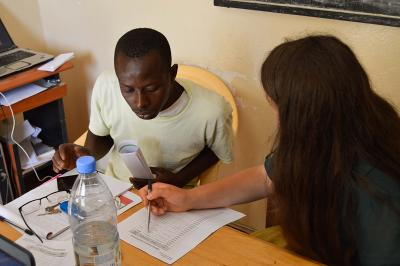 Senegalese entrepreneur asks Microfinance intern for advice at Projects Abroad placement in Senegal.