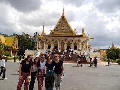 參與柬埔寨的初中生義工營活動遊覽當地知名的旅遊景點
