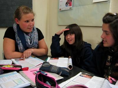 Projects Abroad volunteers teaches a French class in Cordoba, Argentina.
