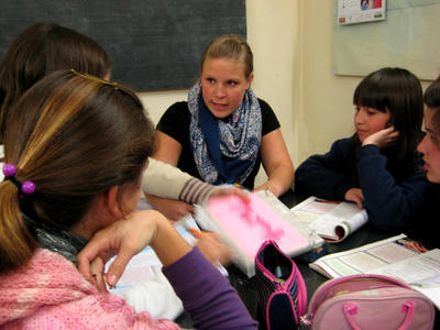 A Teaching volunteer in Argentina facilitates a class
