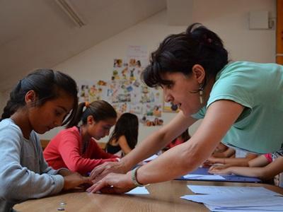 羅馬尼亞幼童需要義工的幫忙進行家課指導